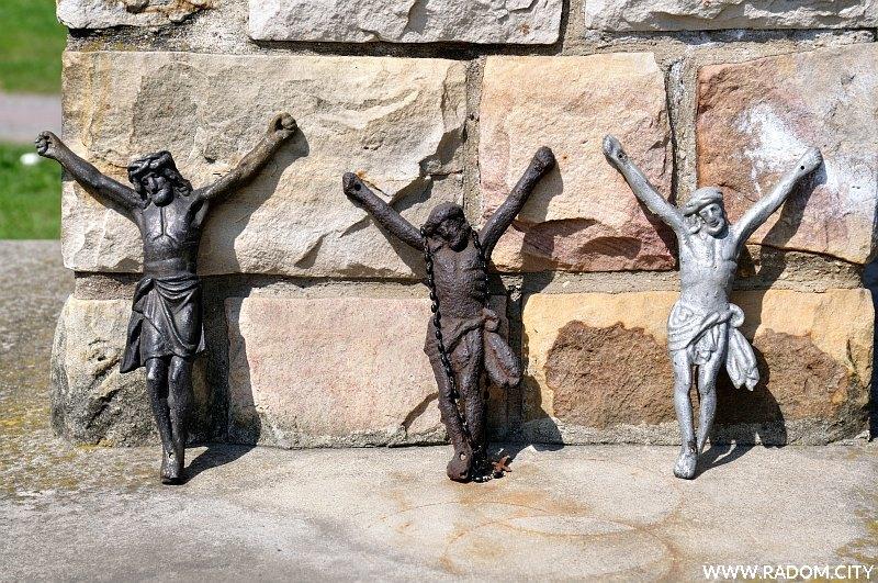 Radom. Figura Chrystusa - Kozienicka/kościół.