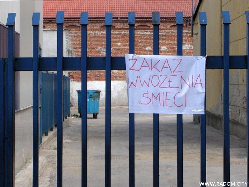 Radom. Zakaz wwożenia śmieci przy ul. Miłej.