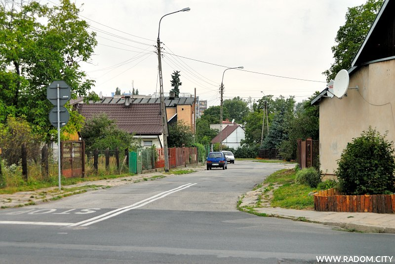 Radom. Ulica Odrodzenia widziana z ul. Średniej.