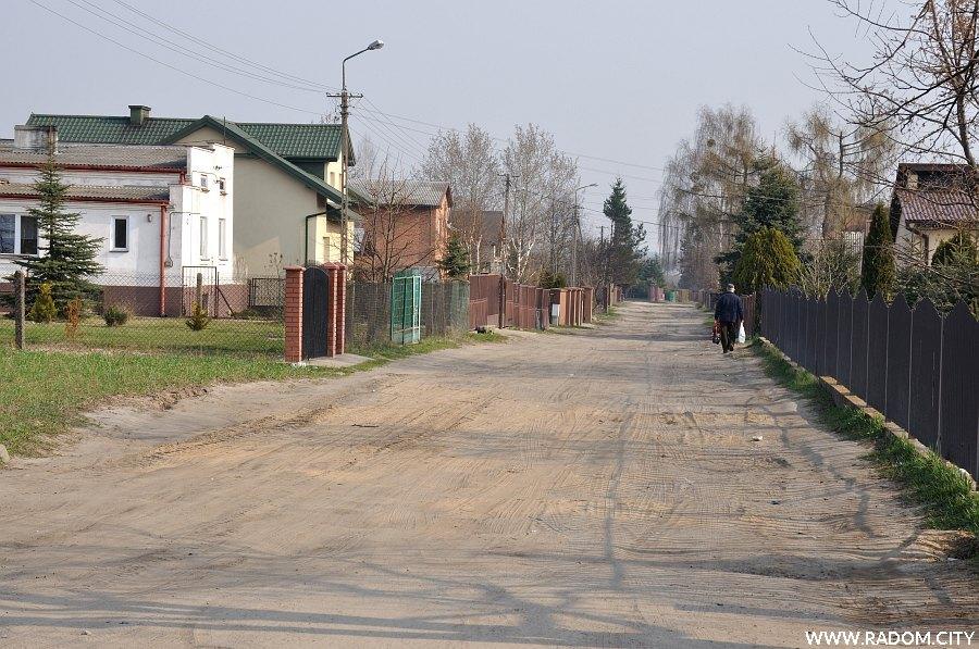 Radom. Ulica Bakalarza widziana z ul. Podleśnej.