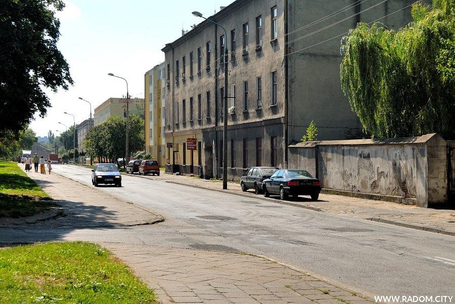 Radom. Ulica Młodzianowska widziana z ul. Limanowskiego.