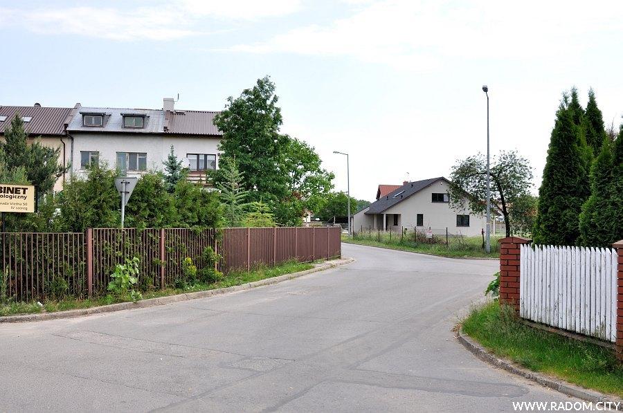 Radom. Ulica Konrada Vietha widziana z ul. Barbary Borzym.