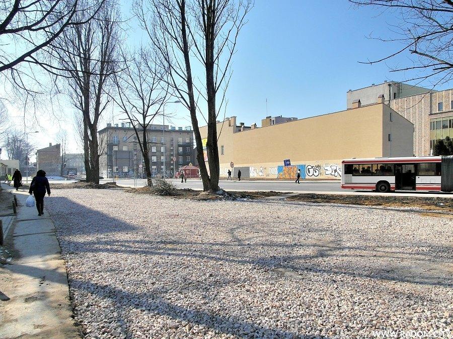Radom. Ulica Pileckiego widziana z ul. Betonowej.