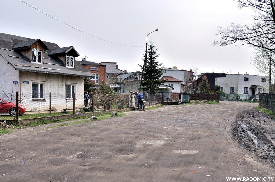 Radom. Ulica Wiertnicza, widok na wschód ze skrzyżowania z ul. Jagodową.