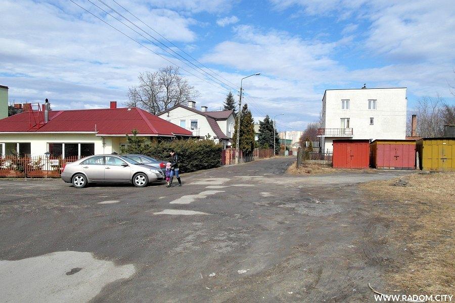 Radom. Ulica Nowowolska widziana z ul. 11 Listopada.