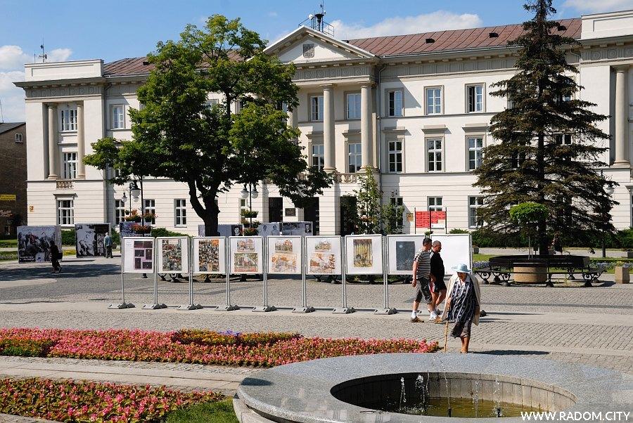 Radom. Wystawy na Żeromskiego.
