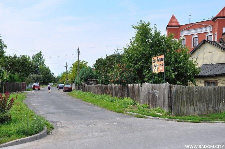 Radom. Ulica Łamana widziana z ul. Mokrej.