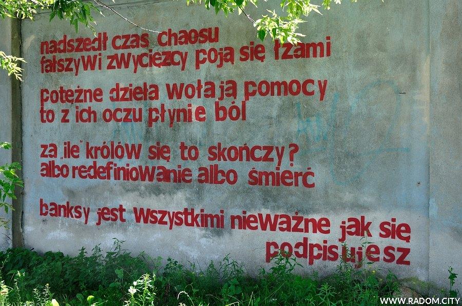 Radom. Napis na murze przy ul. Domagalskiego 51.39229,21.16558.