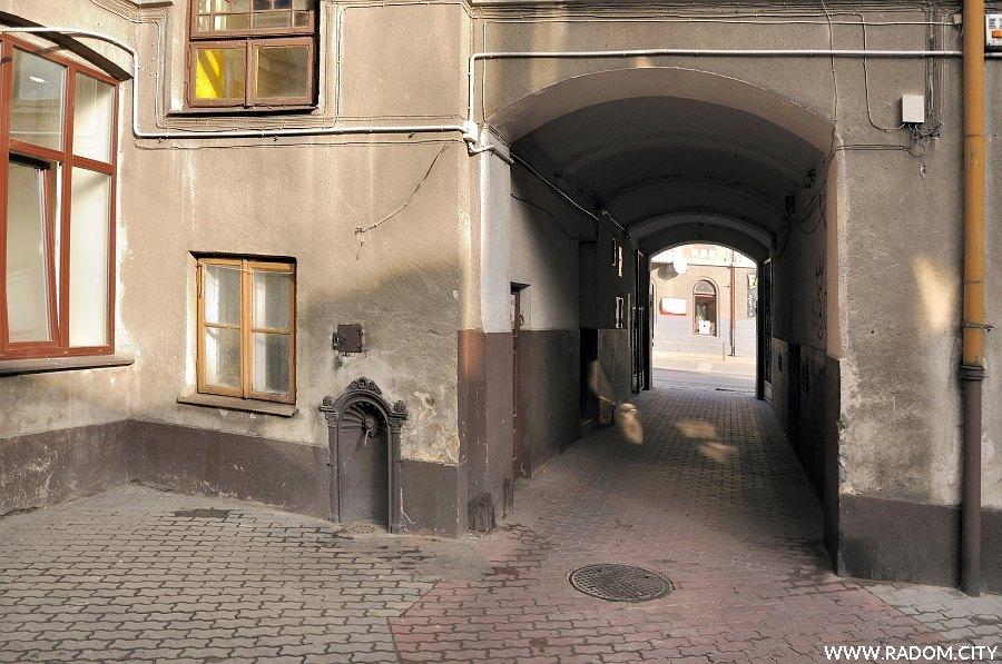 Radom. Podwórze - Trauguta 43.