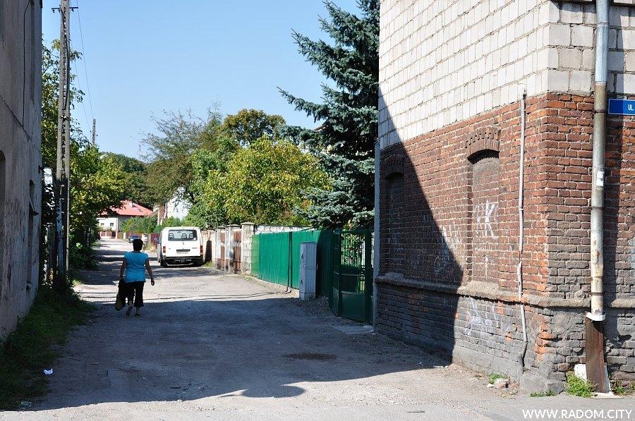 Radom. Ulica Sapowa widziana z ul. Polnej.