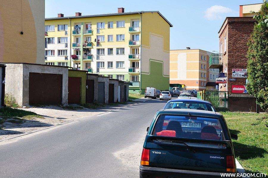 Radom. Ulica Spółdzielcza widziana od strony Zielonej.