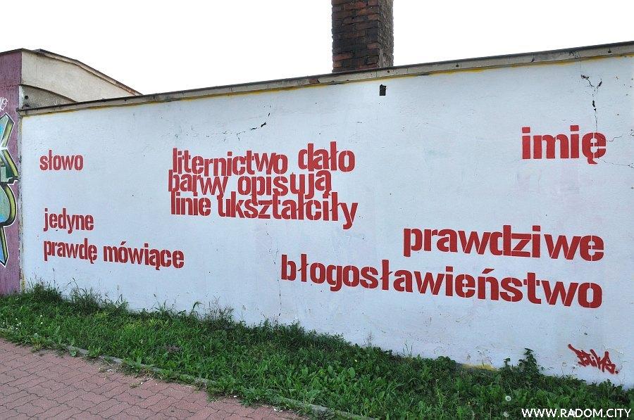 Radom. Napis na ścianie budynku przy ul. Bolesława Chrobrego.