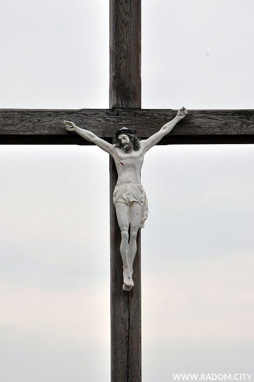 Radom. Krzyż Chodowicza/kościół.