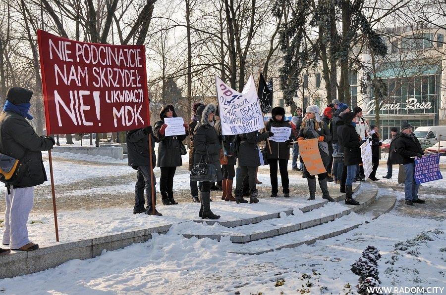 Radom. Protest w czasie tańczenia poloneza.