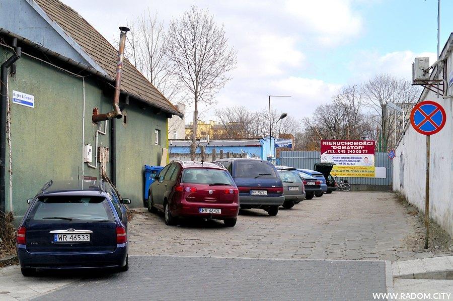 Radom. Ulica Fieldorfa widziana z placu Jagiellońskiego.