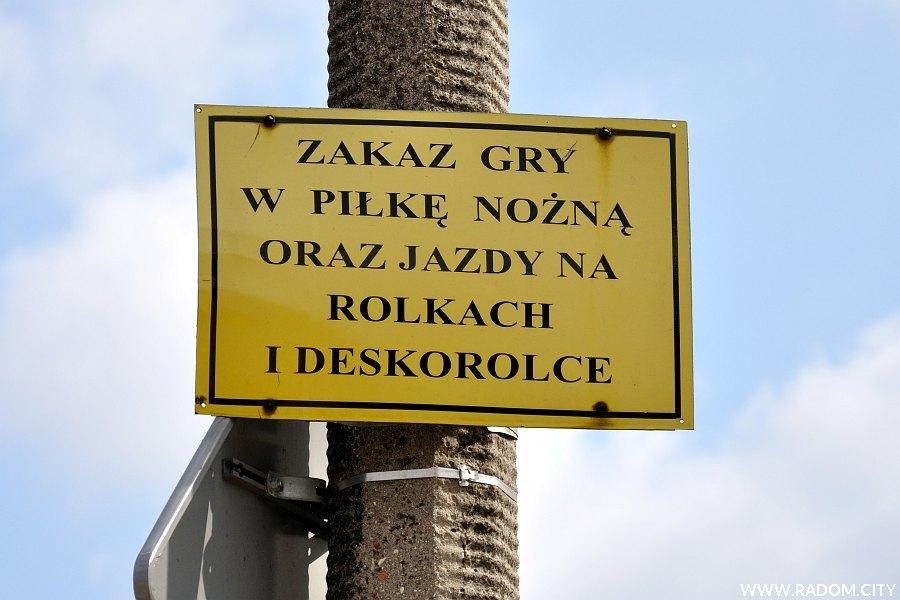 Radom. Zakaz przy ul. Podwalnej.