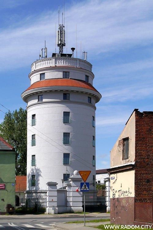 Radom. Wieża ciśnień widziana z Tadeuszowskiej.