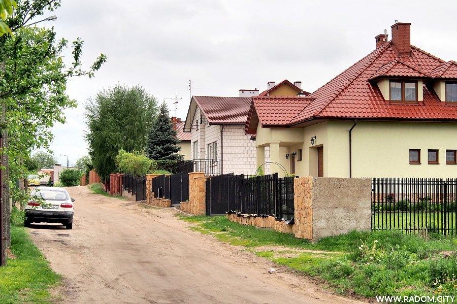 Radom. Ulica Głęboka widziana z ul. Myśliwskiej.