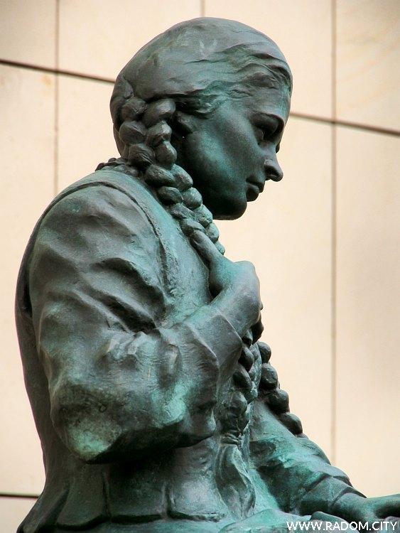 Radom. Pomnik Marii Fołtyn.