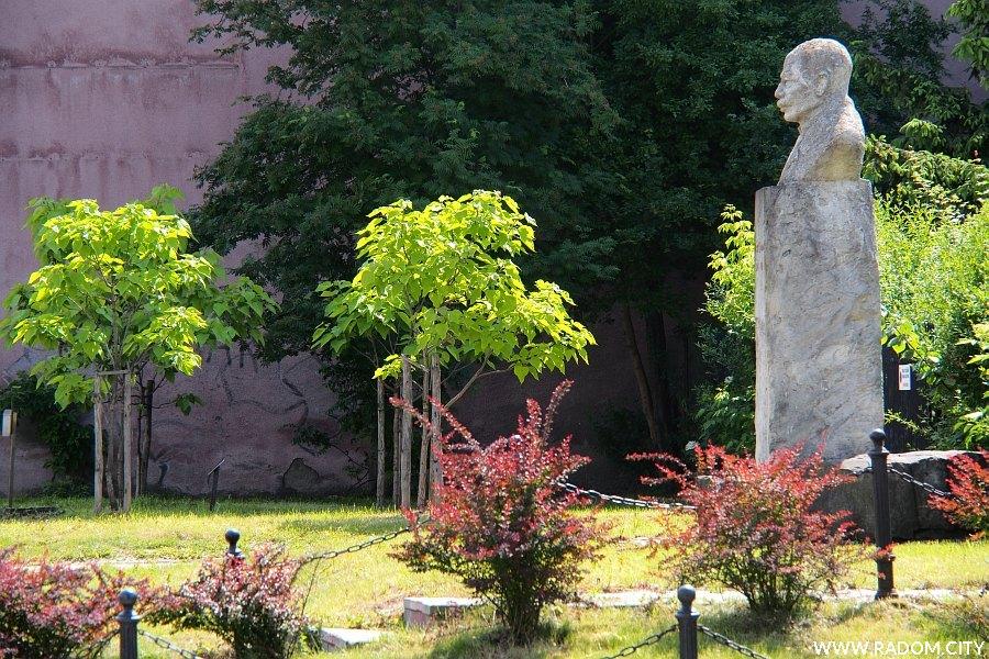 Radom. Pomnik Brandta przy ul. Kilińskiego.