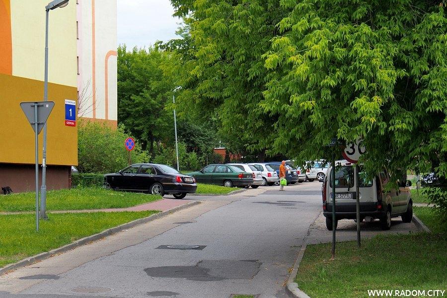 Radom. Ulica Szeroka widziana z ul. Głównej.