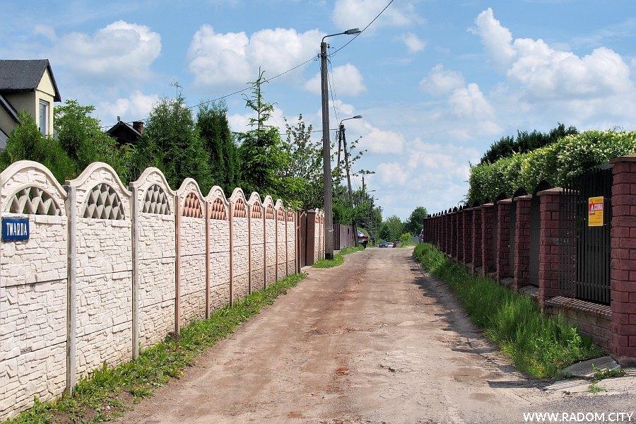 Radom. Ulica Twarda widziana z ul. Magazynowej.