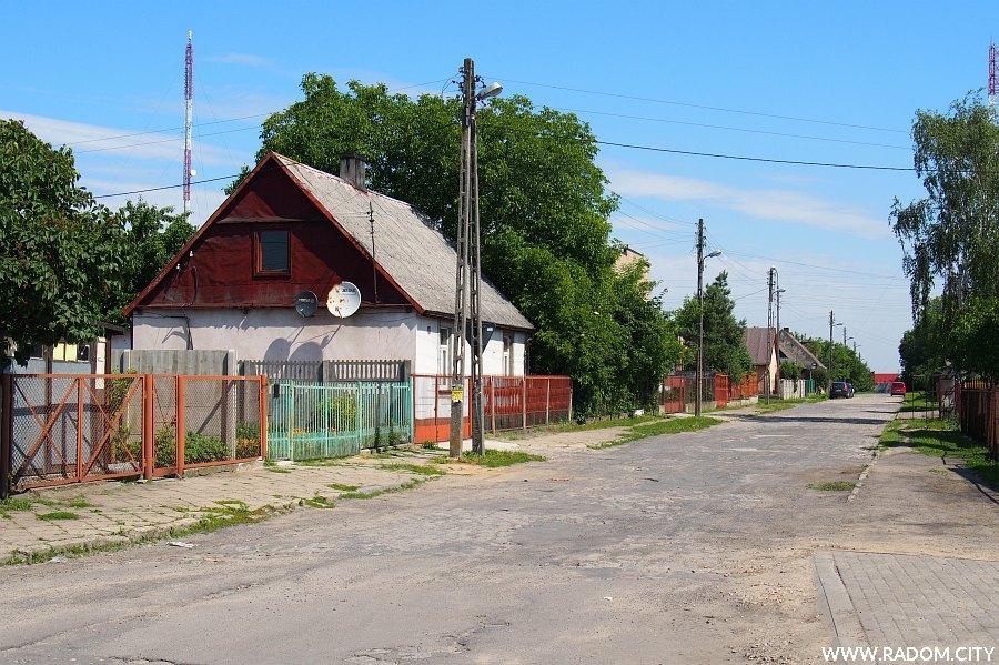 Radom. Ulica Klonowa widziana z ul. Wolanowskiej.