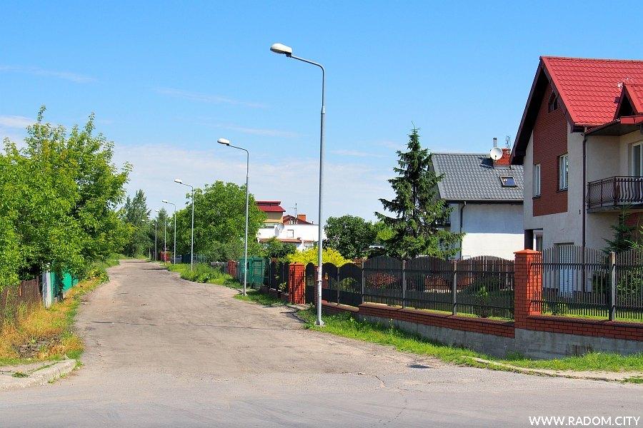 Radom. Ulica Kleeberga widziana z ul. Wolanowskiej.