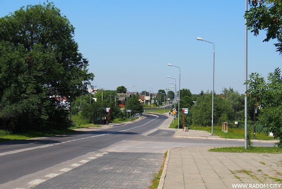 Radom. Ulica Wolanowska, widok w kierunku skrzyżowania z ul. NSZZ Solidarność.