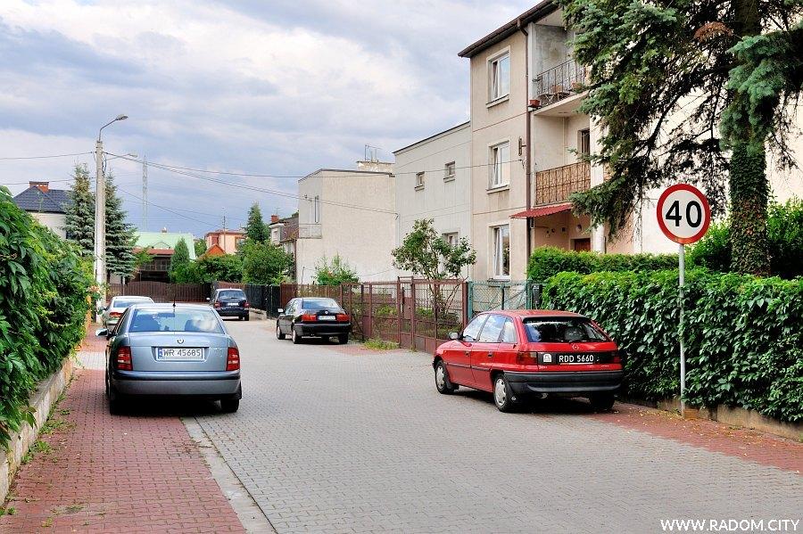 Radom. Ulica Krzywa widziana z ul. Sedlaka.