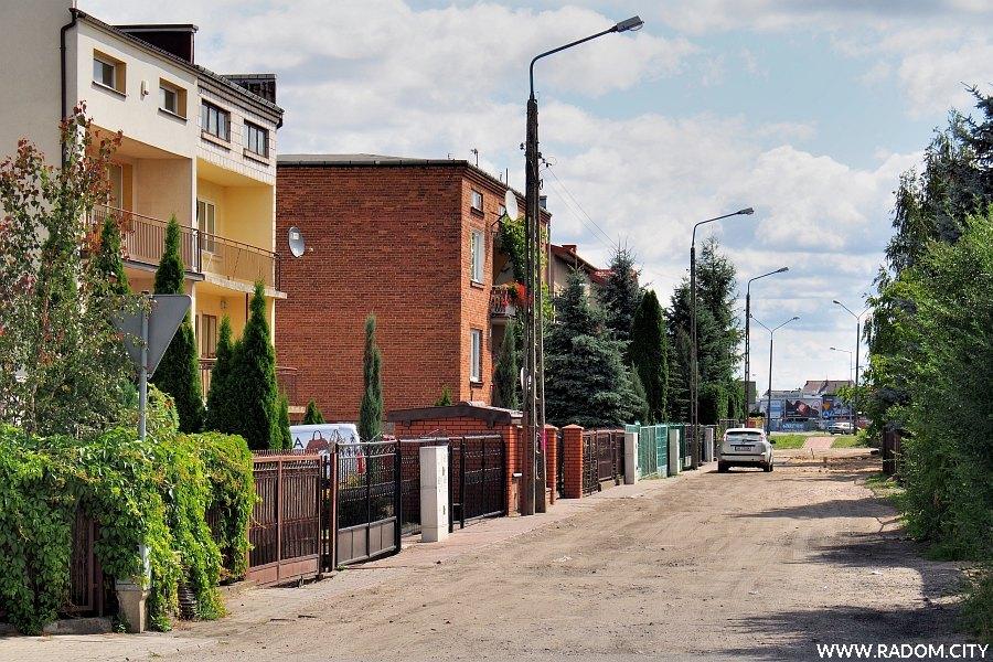 Radom. Ulica Jaśminowa widziana z ul. Białej.
