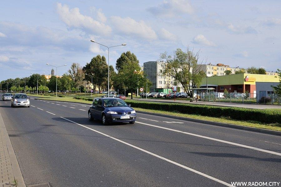 Radom. Ulica Maratońska widziana od strony ul. Dębowej.