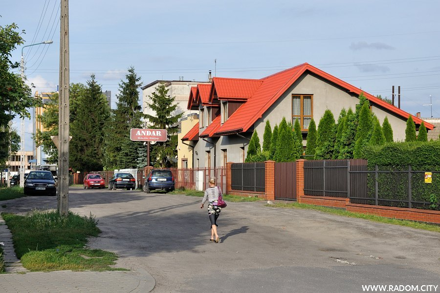 Radom. Ulica Ordona widziana z ul. Obrońców.