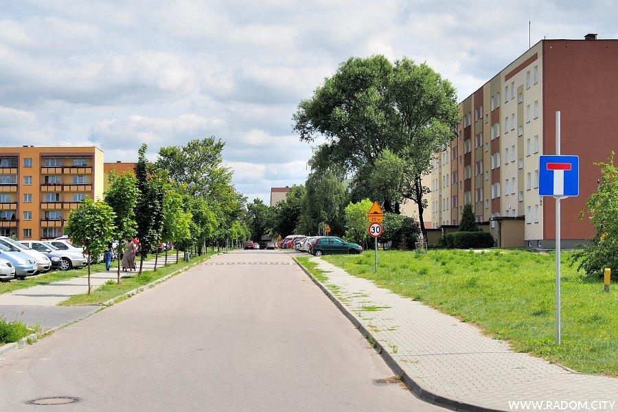 Radom. Ulica Ostrowiecka widziana z ul. Armii Ludowej.