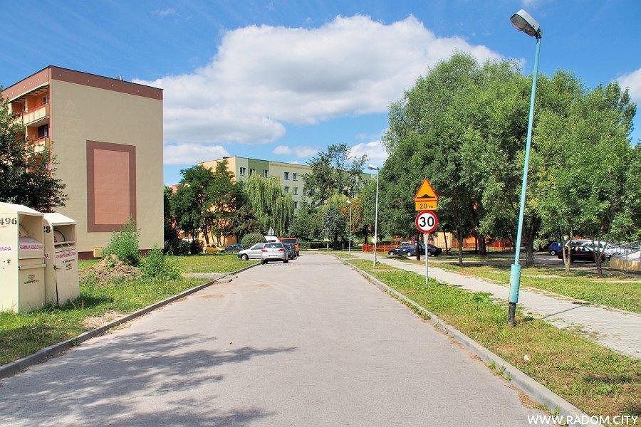 Radom. Ulica Ostrowiecka widziana z ul. Armii Krajowej.