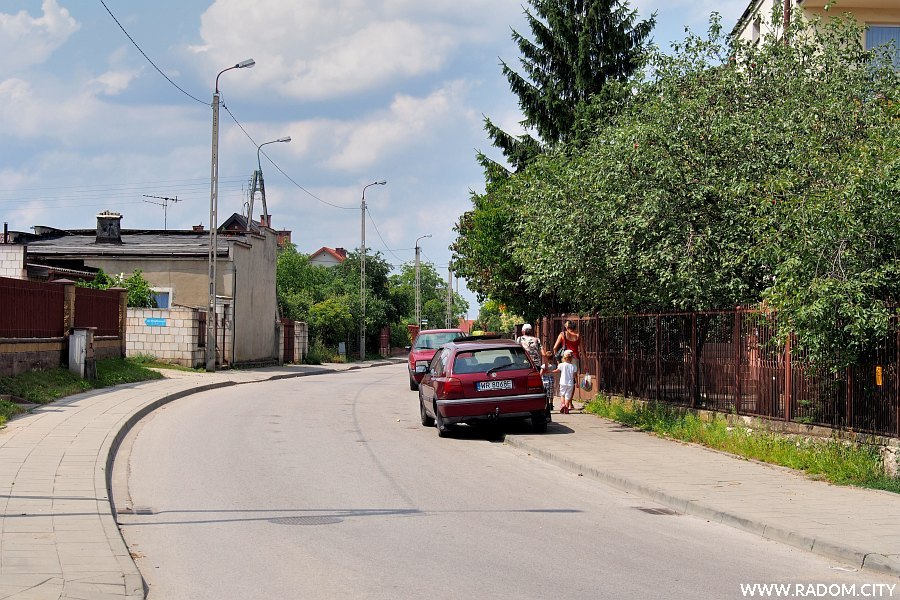 Radom. Ulica Działkowa widziana z ul. Wiejskiej.