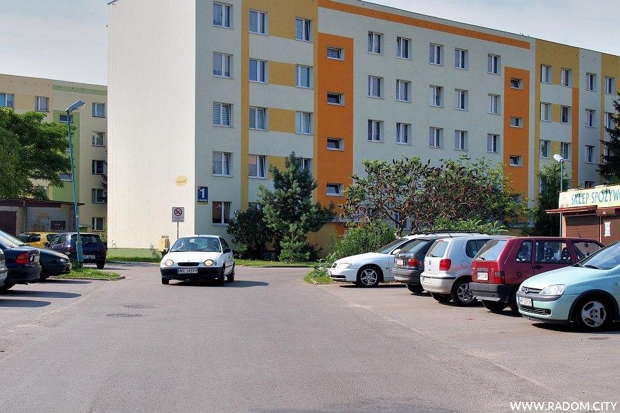 Radom. Ulica Czackiego widziana z ul. Wyścigowej.