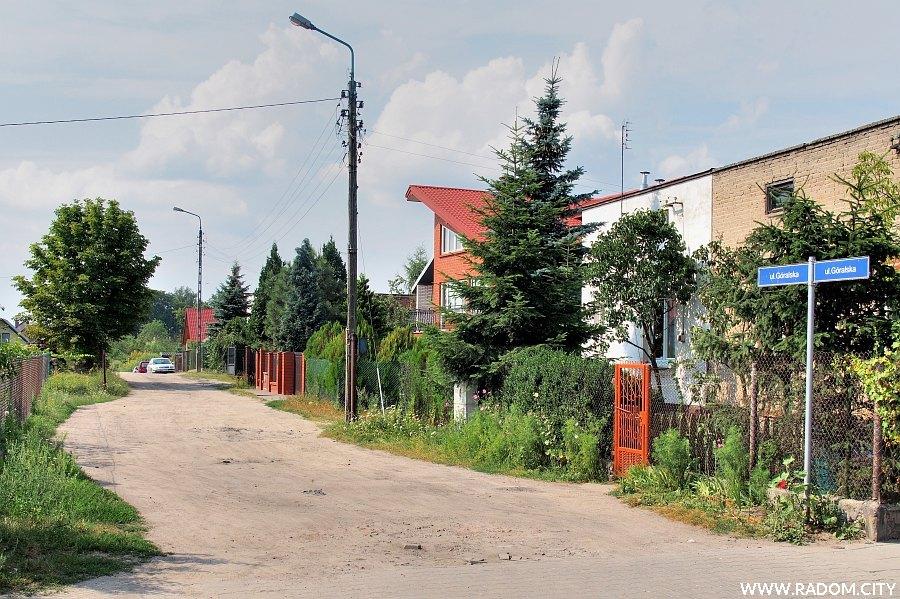 Radom. Ulica Góralska widziana z ul. Działkowej.