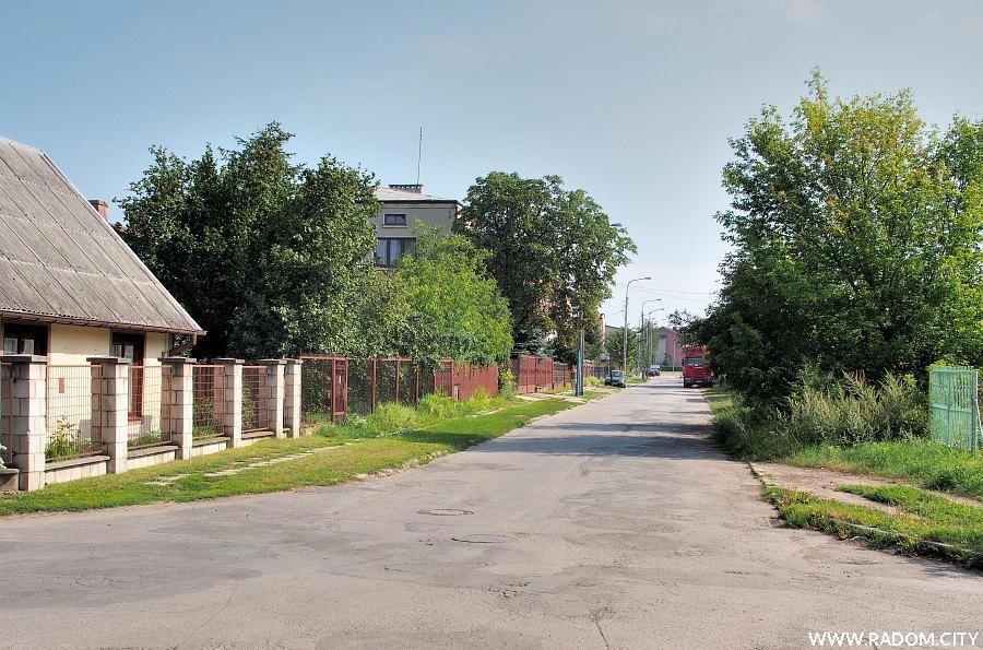 Radom. Ulica Sadowa, widok z ul. Wiertniczej.