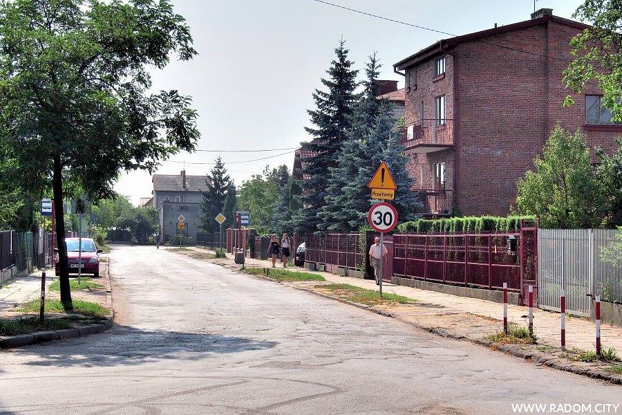 Radom. Ulica Przejazd, widok z ul. Idalińskiej.