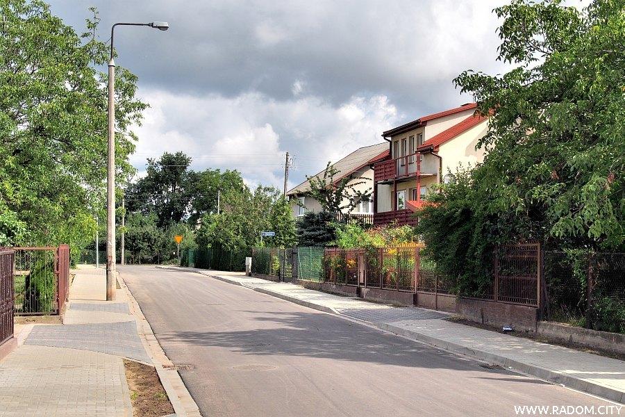 Radom. Ulica Władysława Mikosa, widok z ulicy Paciaka.