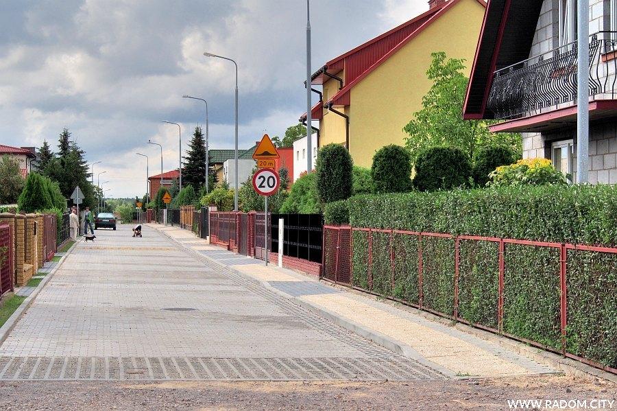 Radom. Ulica Deperasińskiego widziana z ul. Paciaka.