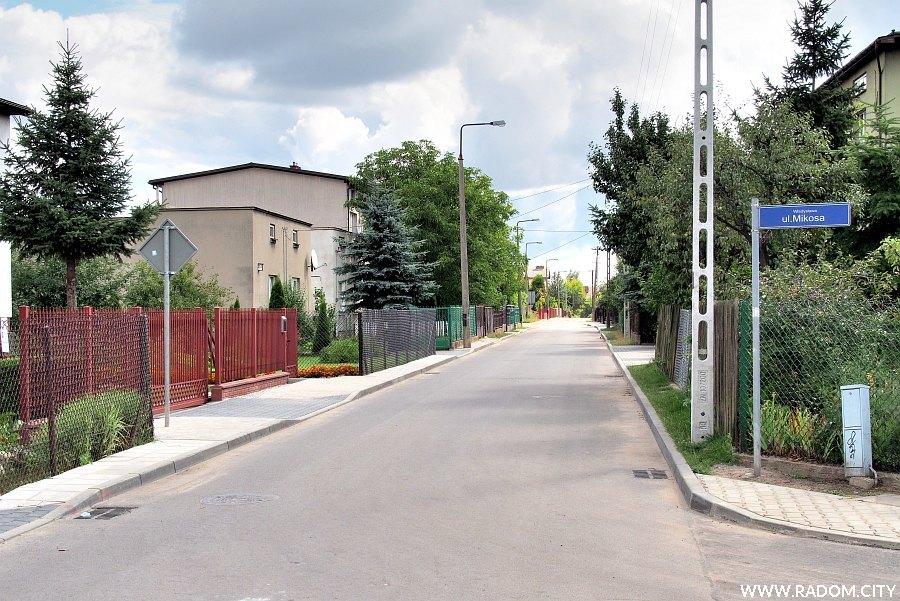 Radom. Ulica Gołaszewskiego widziana z ul. Mikosa.