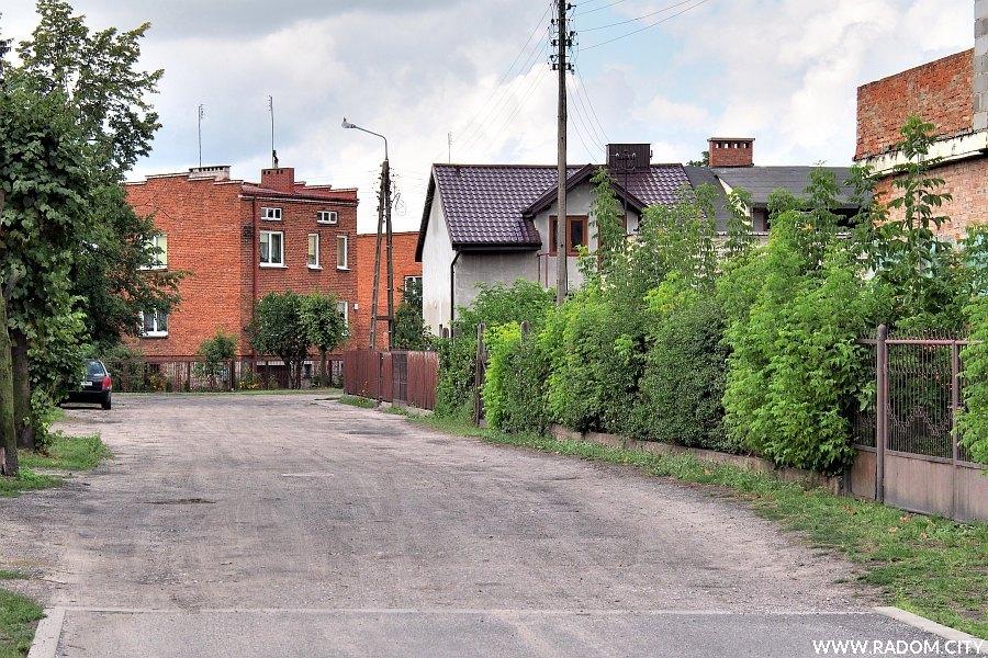Radom. Ulica Ludowa od strony ul. Słowackiego.