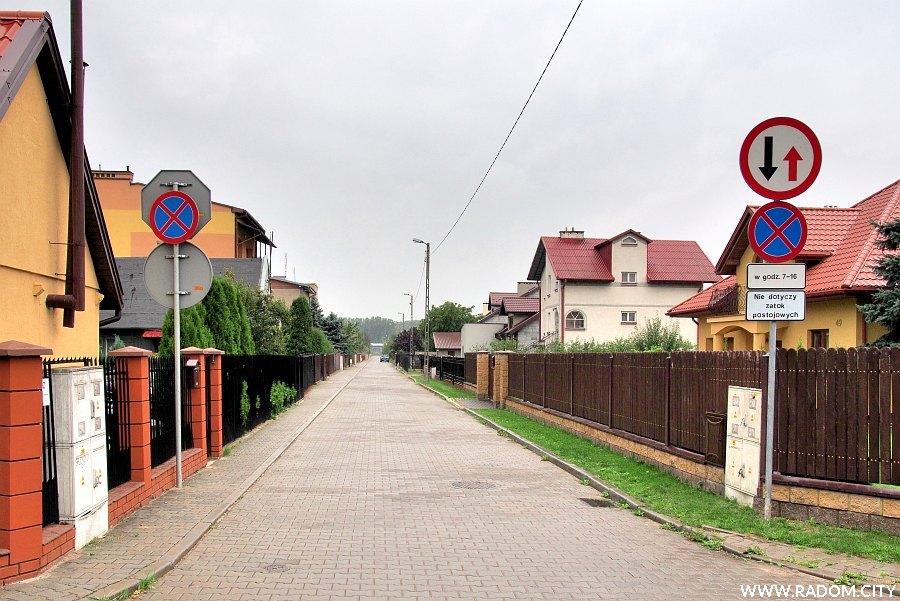 Radom. Ulica Grudniowa z ul. Październikowej.