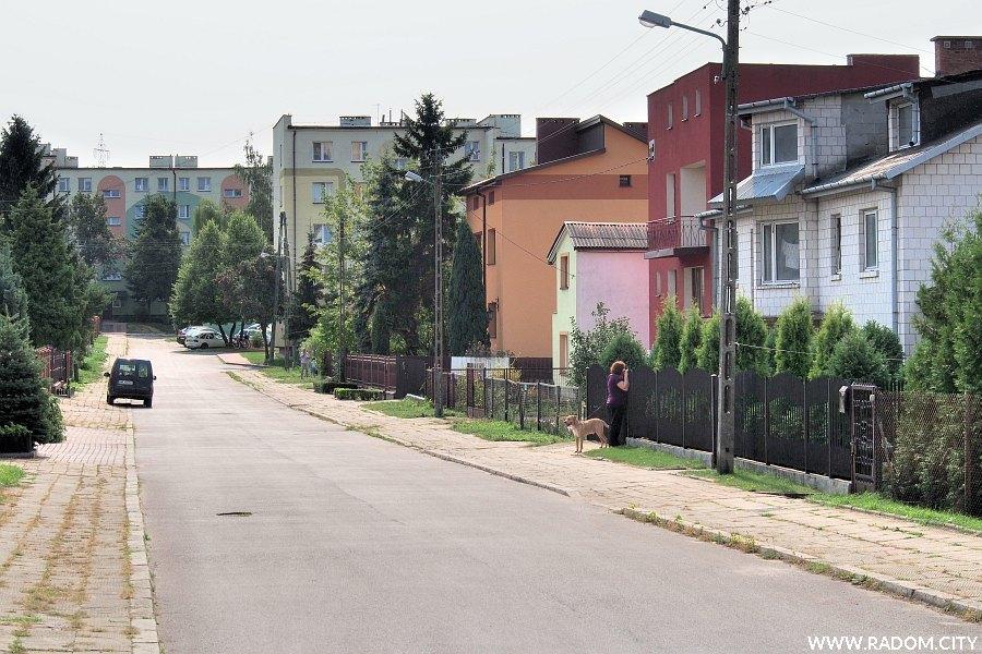 Radom. Ulica Kasztanowa z ul. Zalewowej.
