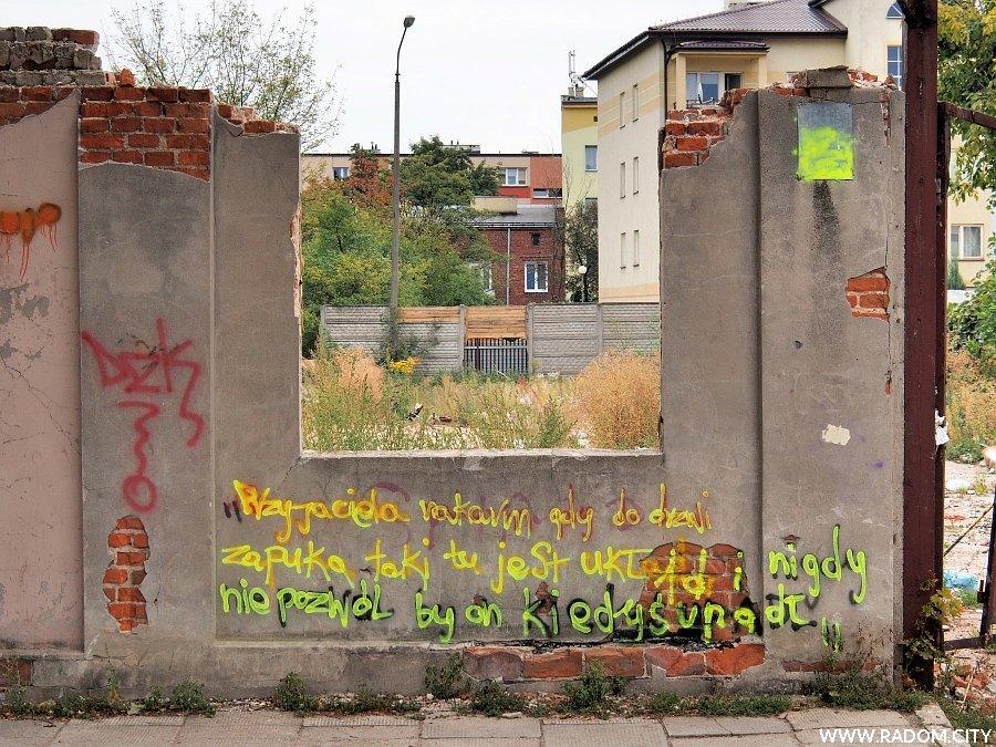 Radom. Napis na ścianie przy ul. Młynarskiej.