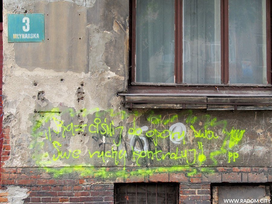 Radom. Napis na ścianie kamienicy - ul. Młynarska 3.