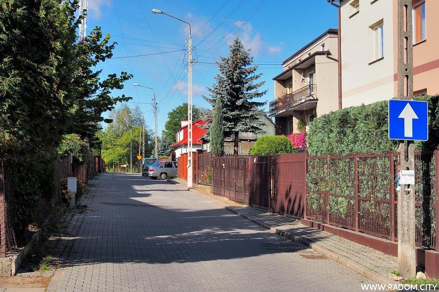 Radom. Ulica Sierpniowa z ul. Langiewicza.
