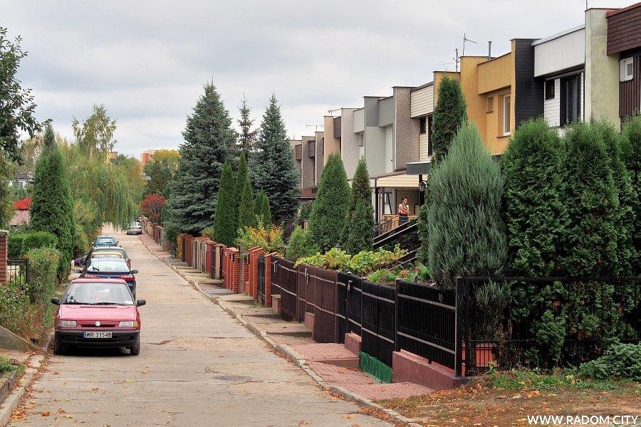 Radom. Ulica Grunwaldzka z ul. Lazurowej.